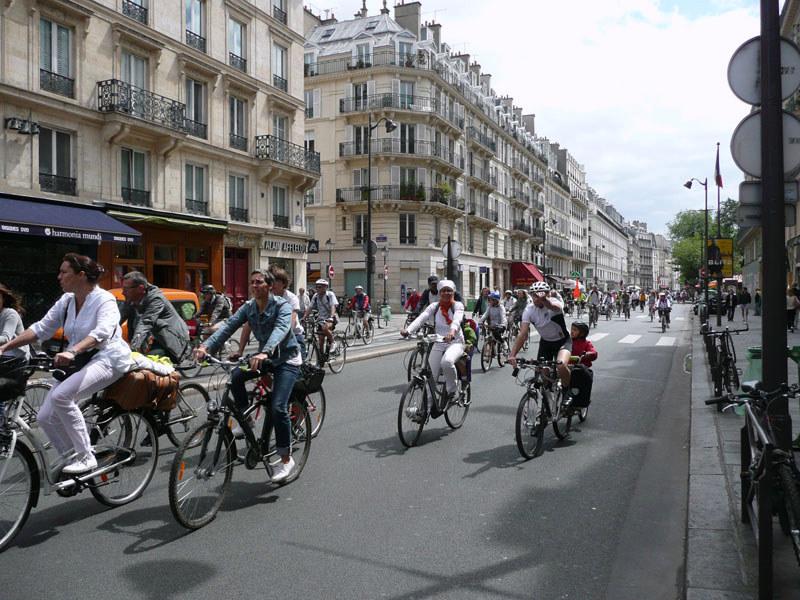 en vélo, pas d'arrêt rue de Rivoli