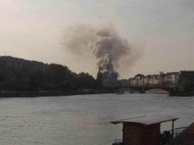 Notre Dame de Paris en feu, 19h01mn15