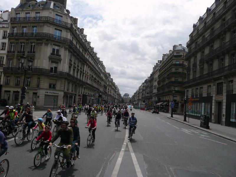 en vélo, pas d'arrêt avenue de l'Opéra