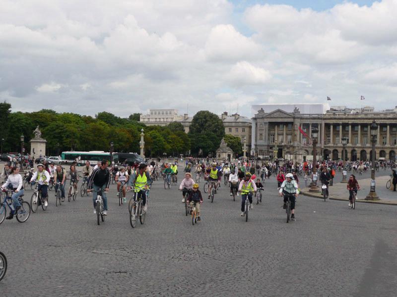 en vélo, pas d'arrêt place de la Concorde