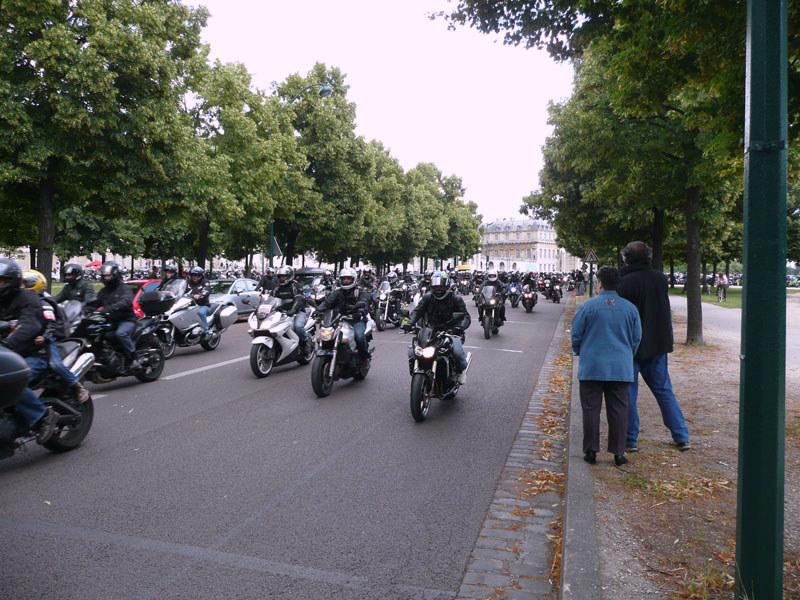 en moto, départ de Vincennes