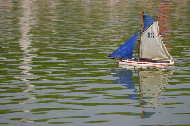 Petit bateau au jardin du Luxembourg