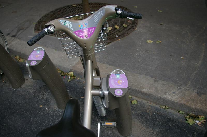 Vélib - système d'attache à la station